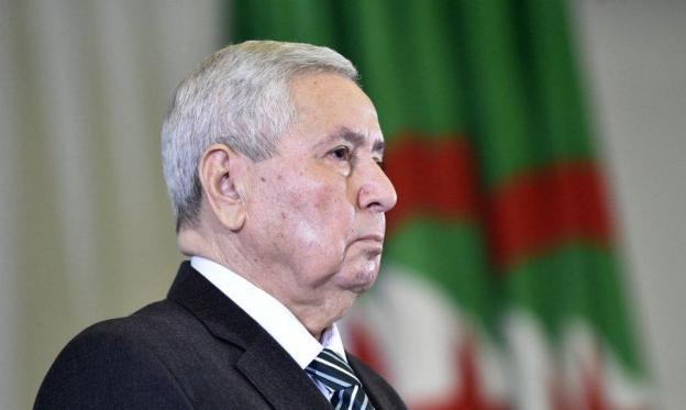 الرئيس الجزائري المؤقت باق في منصبه