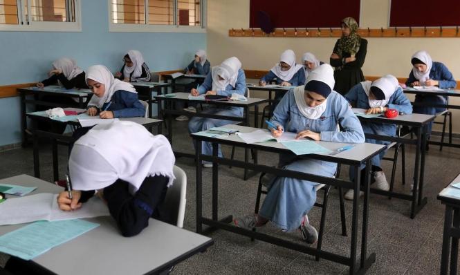 """آلاف الطلاب الفلسطينيين يقدّمون امتحان الثانوية العامة """"إنجاز"""""""