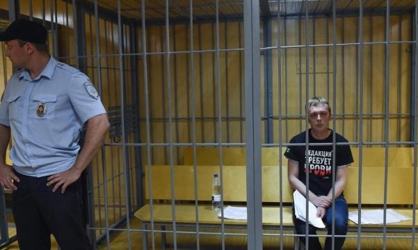 """روسيا: الإفراج عن صحافي استقصائي بعد """"تلفيق"""" تهمة له"""