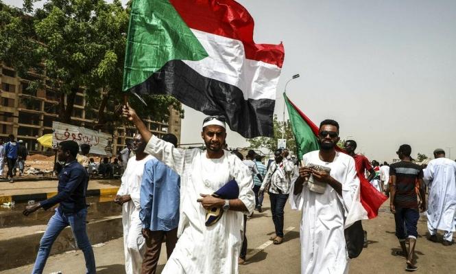 """السودان: """"العسكري"""" ينفى انشقاقات بصفوفه و""""الإخوان"""" تدعو لحقن الدماء"""