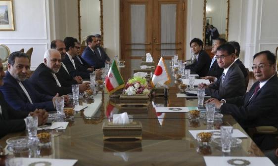 رئيس الوزراء الياباني يصل طهران بهدف تخفيف التوتر في الخليج
