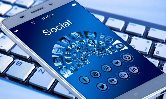 """""""فيسبوك"""" تطلق تطبيقا لشراء بيانات المستخدمين!"""