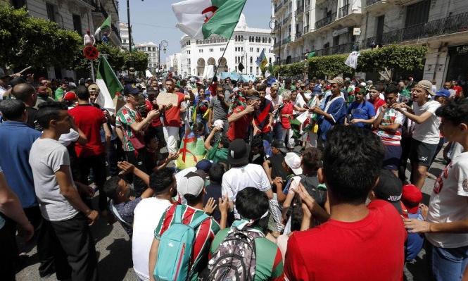 الجزائر: المظاهرات الطلابية تتعاطف مع مرسي وتحذر من العسكر