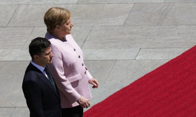 ميركل تصاب بارتعاش خلال استقبالها للرئيس الأوكراني