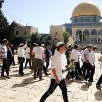 """مستوطنون يطالبون بإغلاق مصلى """"باب الرحمة"""" ويقتحمون الأقصى"""