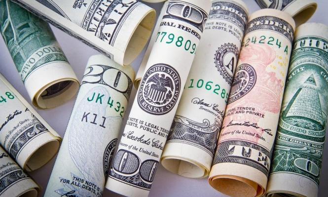 انخفاض الدولار الأميركي وارتفاع اليوان الصيني