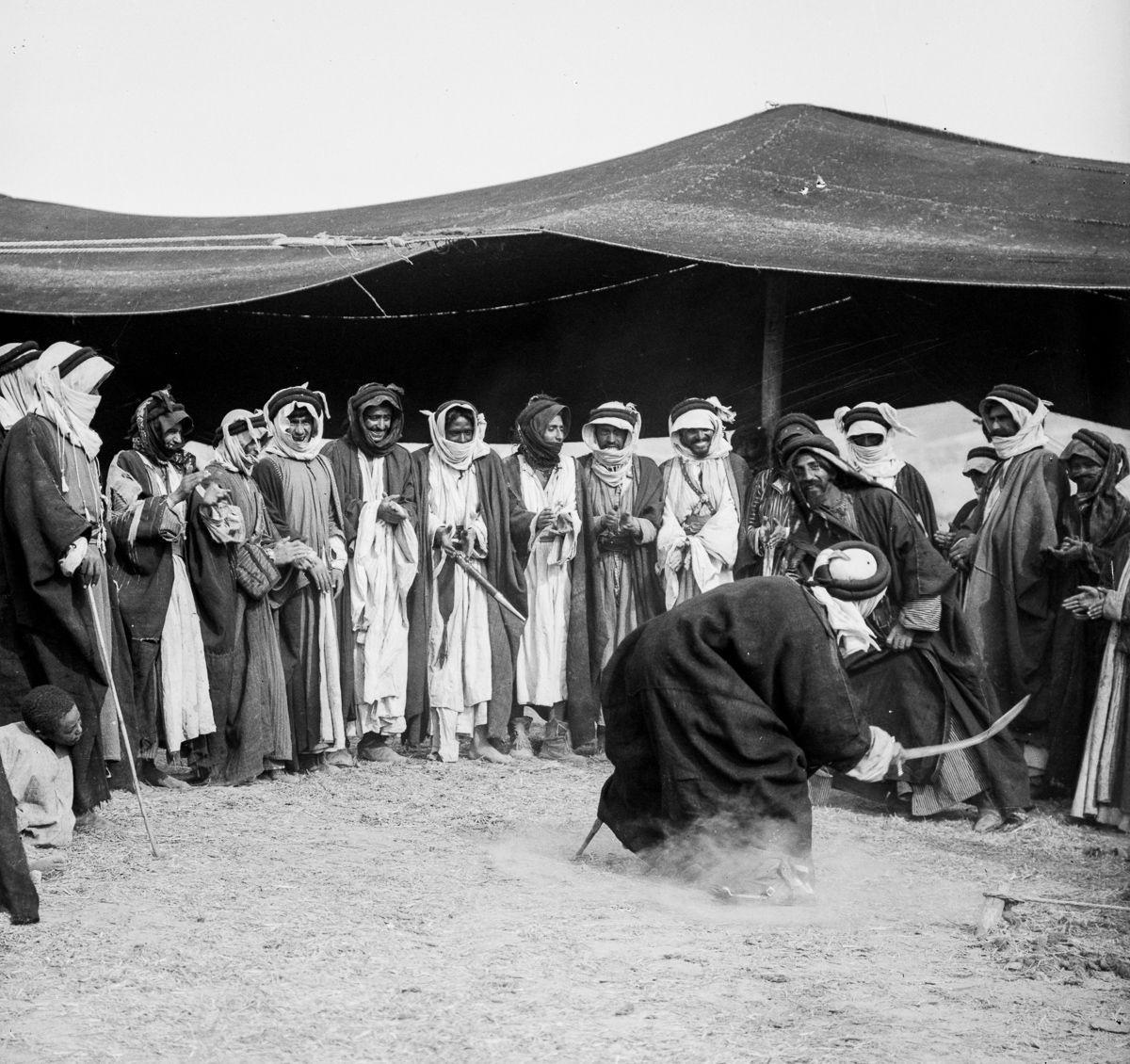 غيّرت السلطات الإسرائيلية حياة البدو أيضًا (صورة لبدو القدس في القرن التاسع عشر)