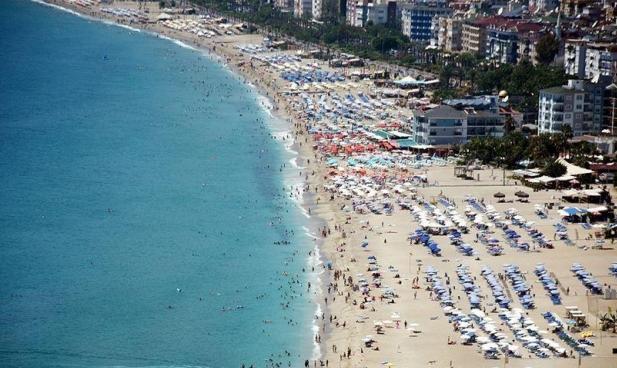 منذ بداية العام.. أنطاليا تستقبل سياحًا ضعفي عدد سكانها