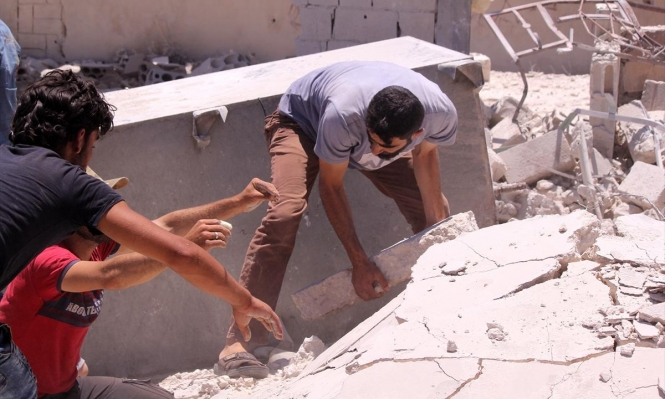 مقتل خمسة مدنيين في غارات للنظام السوري على إدلب