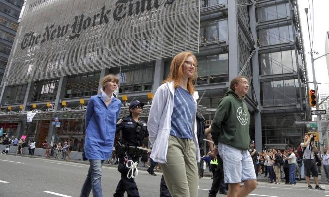"""اعتقال 70 شخصا تظاهروا أمام """"نيويورك تايمز"""" بسبب التغير المناخي"""