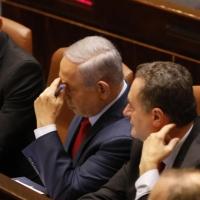 حكومة وحدة إسرائيلية: تلمس بالخفاء وإنكار بالعلن وشروط تعجيزية