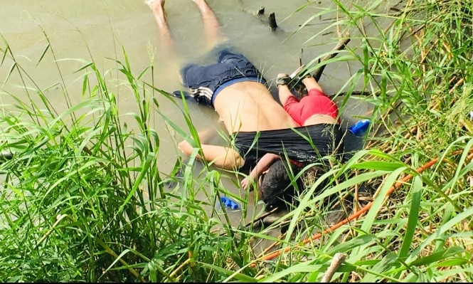 غرق مهاجر سلفادوري وابنته يُشعل فتيل أزمة الهجرة