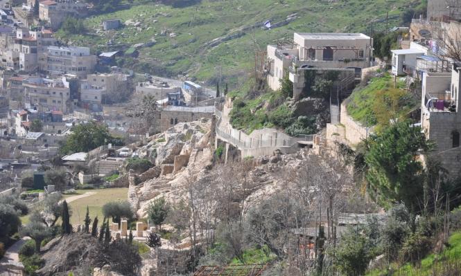 عشرات المنازل والمنشآت بسلوان مهددة بالانهيار بسبب حفريات الاحتلال