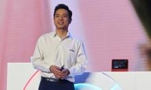 """شاب يسكب الماء على رئيس """"بايدو"""" في مؤتمر للذكاء الاصطناعي"""