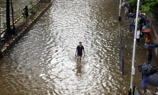 الأمطار تُغرق جزءا من مومباي