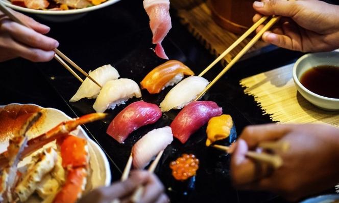 دراسة: أكبر مصادر العناصر الغذائية بالأسماك تذهب لصناديق القمامة