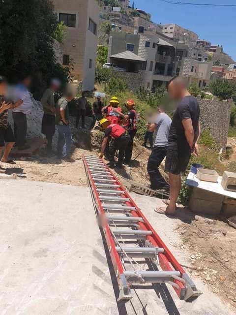 بيت جن: إصابة خطيرة لعامل سقط بحفرة
