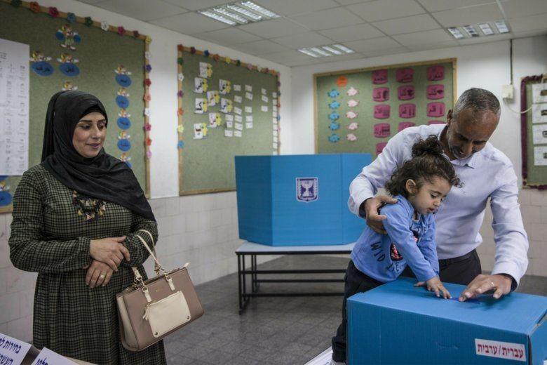 شهدت الانتخابات الأخيرة انخفاضًا في نسبة تصويت العرب (أ ب)