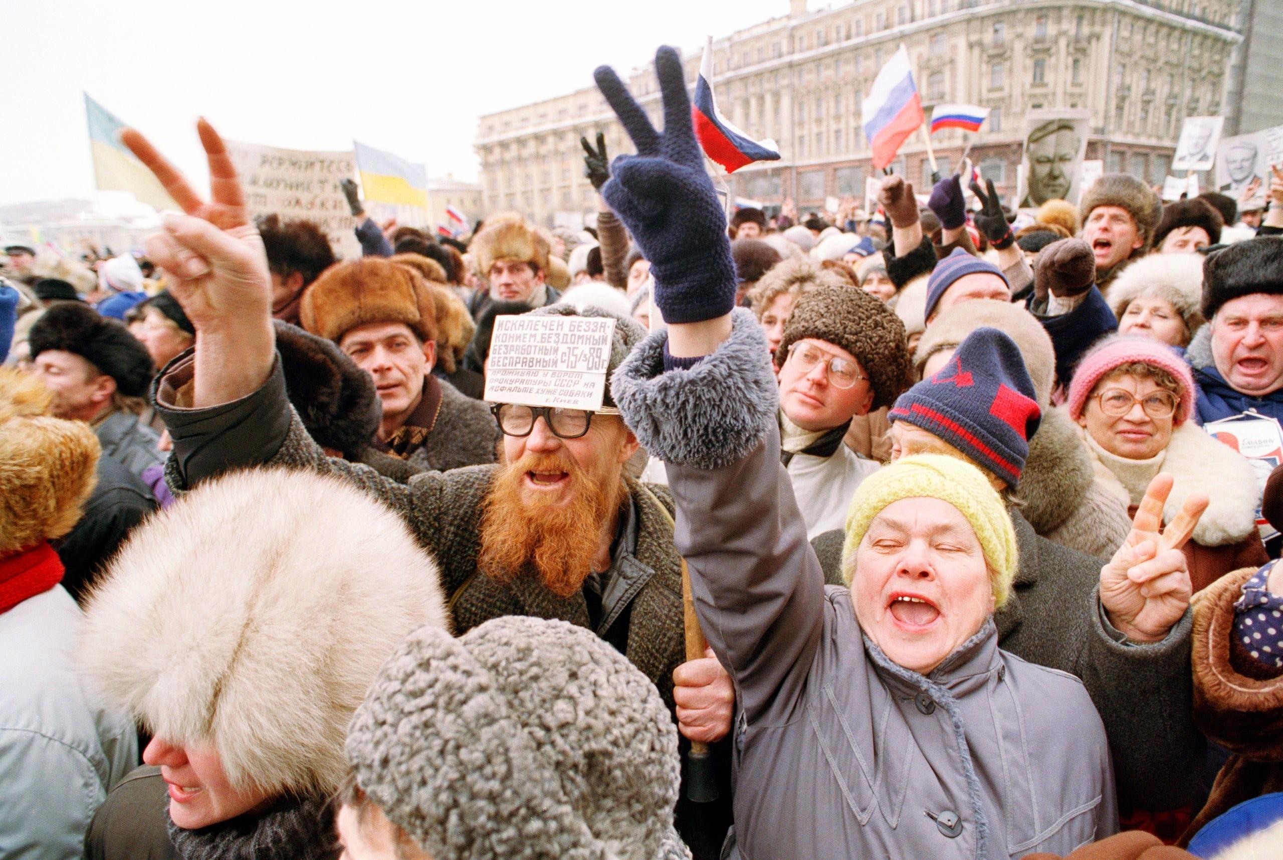 من المظاهرات التي سبقت انهيار الاتحاد السوفياتي (أ ب)