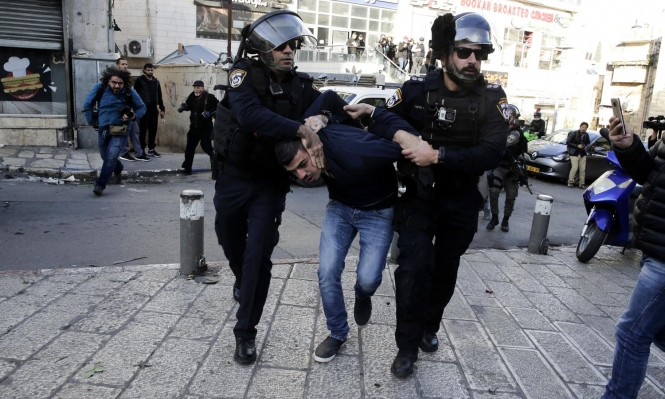 القدس: الاحتلال اعتقل فلسطينيا حمل سكينا