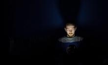 استخدام هاتفك ليلًا يزيد خطر إصابتك بالسكري!