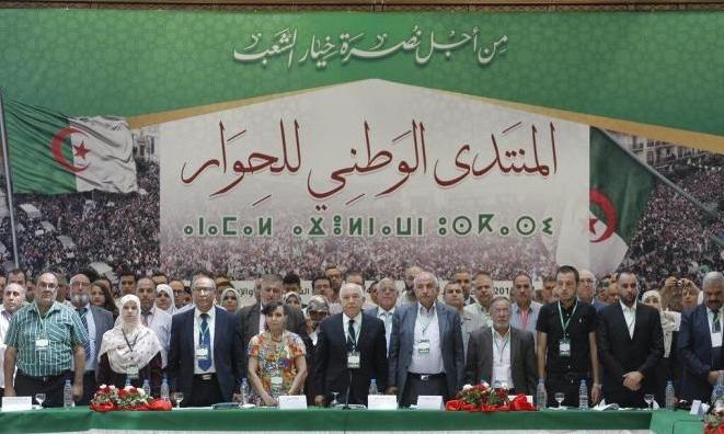 """الجزائر: الجيش يعلن دعم مبادرة الحوار ويحذّر """"العملاء"""""""
