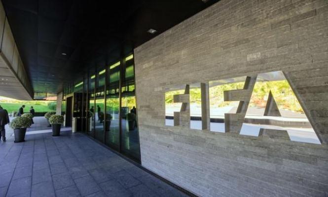 """قوانين جديدة لـ""""فيفا"""" حول العنصريّة والتمييز في المباريات"""