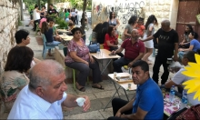 """الناصرة: العشرات يتضامنون مع صاحبة مقهى """"مستكة"""""""