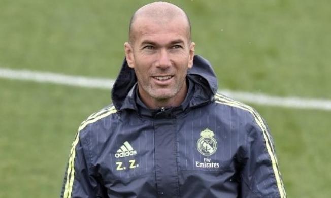 ريال مدريد يكشف سبب غياب زيدان عن معسكره!