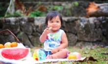 منظمة الصحة العالمية تُطالب بتشديد المعايير على أطعمة الأطفال المصنعة