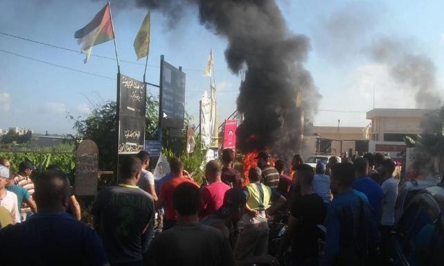 اللاجئون الفلسطينيون يتظاهرون ضد العنصرية اللبنانية