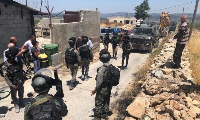 هدم منشآت سكنية وزراعية بالخليل واعتقالات بالضفة