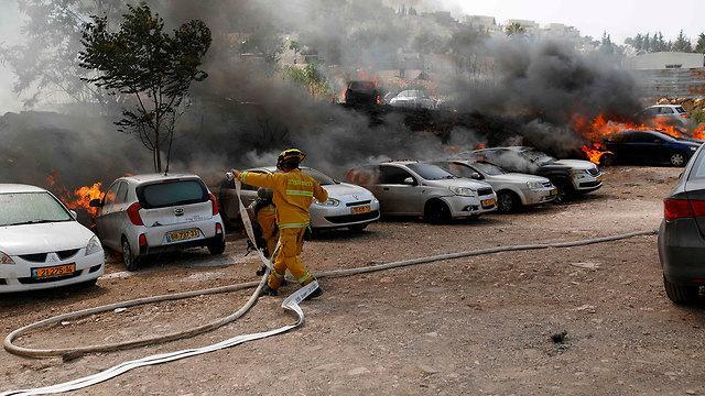 اتساع دائرة الحرائق وطواقم الإطفاء تواصل محاولات السيطرة