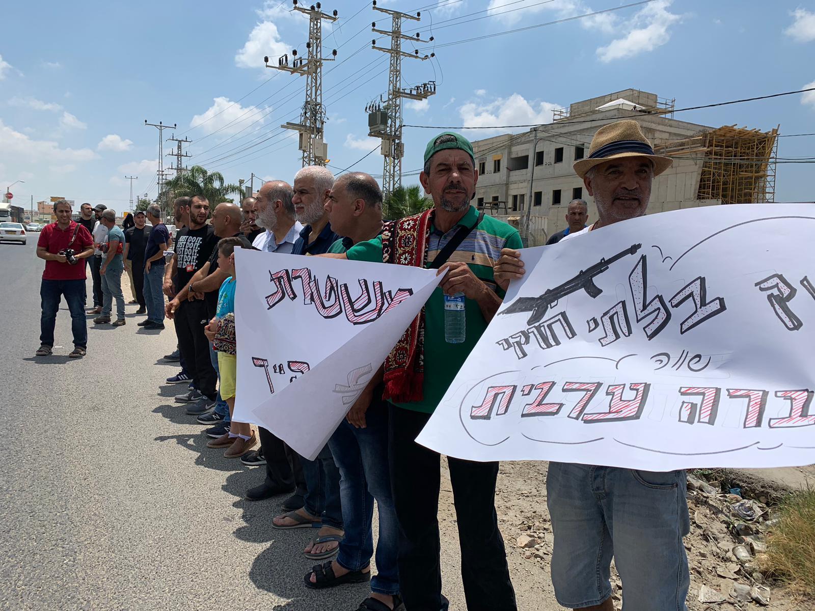 الطيبة: صلاة الجمعة أمام محطة الشرطة احتجاجا على نهجها