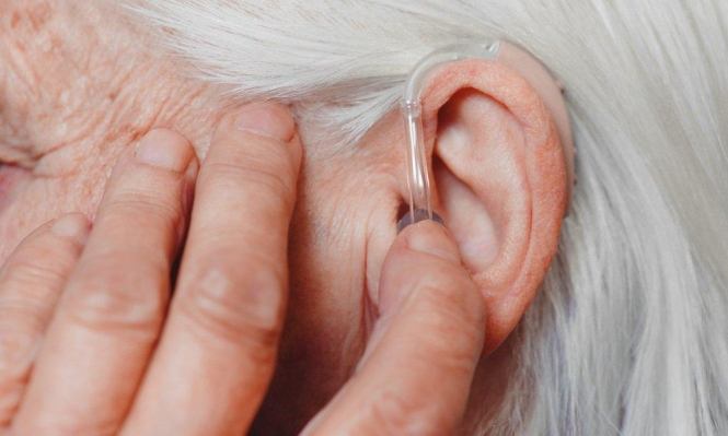 فقدان السمع يهدد المسنين بتراجع الذاكرة
