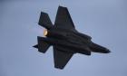 طيار إسرائيلي يطلق صاروخا بـ