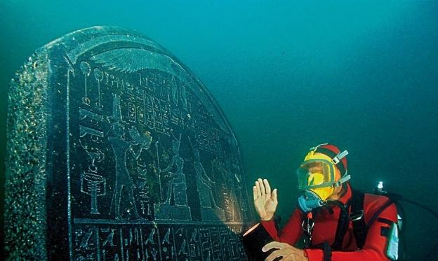 اكتشاف آثار لمدينة غارقة في بحر الإسكندرية