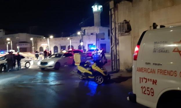 اللد: إصابة طفلة برصاصة في الظهر