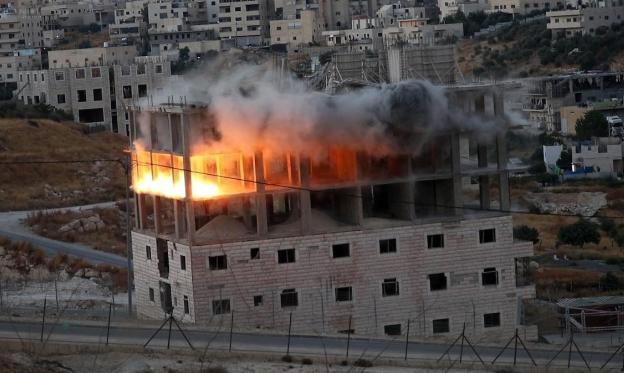 حمادة: يسعون لعزل القدس عن محيطها وسنبقى على ركام بيوتنا