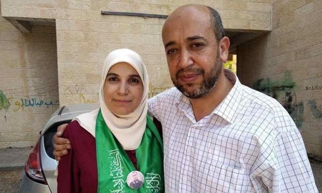 بعد سجنها 13 شهرا.. الكاتبة لمى خاطر تعانق الحريّة