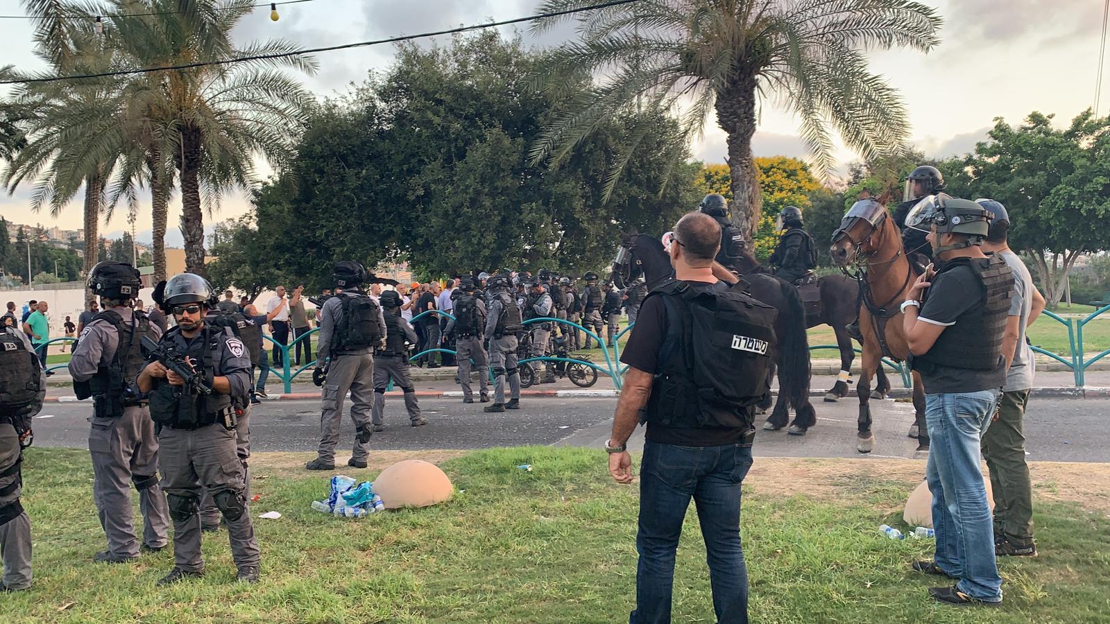 عرعرة: الاعتداء على المظاهرة الرافضة لهدم المنازل العربية واعتقال شابين