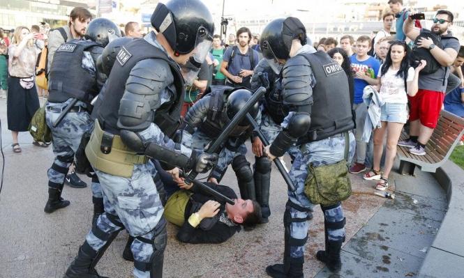 موسكو: الكرملين يواصل قمع معارضين ونحو 1400 معتقل