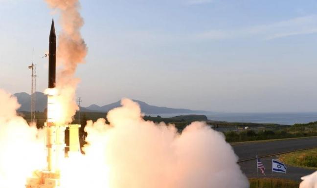 """إسرائيل تعلن عن """"تجارب ناجحة"""" لاعتراض صواريخ طويلة المدى"""