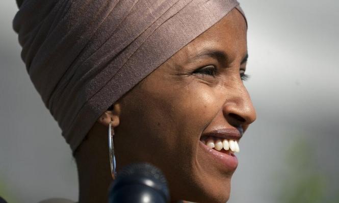 """سيناتور عنصري يدعو إلهان عمر """"الجاحدة"""" لزيارة الصومال"""