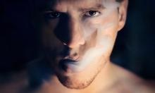 دراسة: دخان السجائر يثبت عدوى المكورات العنقودية