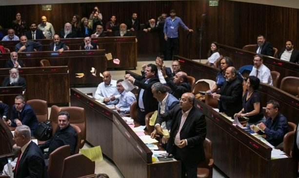 استطلاع: 50% يؤيدون حكومة وحدة وتراجع معسكر اليمين