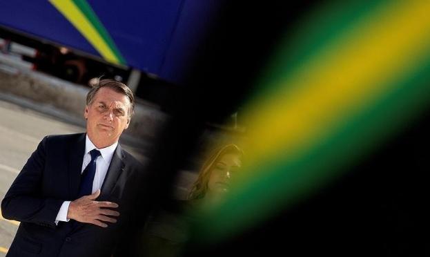 رئيس البرازيل يفضل قص شعره على لقاء وزير الخارجية الفرنسي