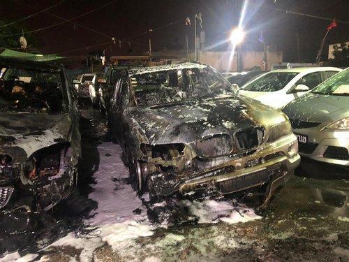 الطيبة: حريق هائل في معرض لبيع السيارات