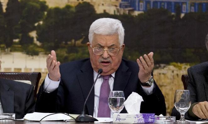 عباس يجتمع باللجنة المكلفة بوقف الاتفاقيات مع الاحتلال