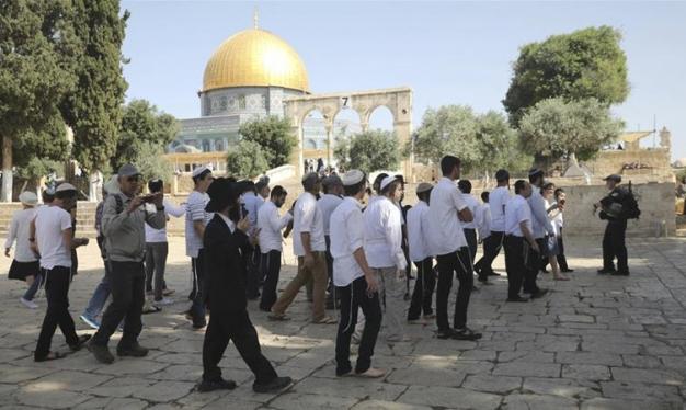 عشرات المستوطنين اقتحموا المسجد الأقصى